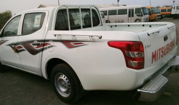 L200 PICKUP 2.4L GASOLINA DOBLE CABINA 4X4 full