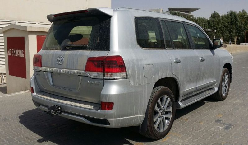LANDCRUISER VXR 5.7L PETROL 8 PASS full