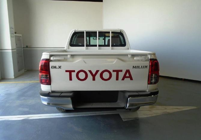 HILUX DOUBLE CAB 2.7L 4X4 DLX M/T GASOLINE full