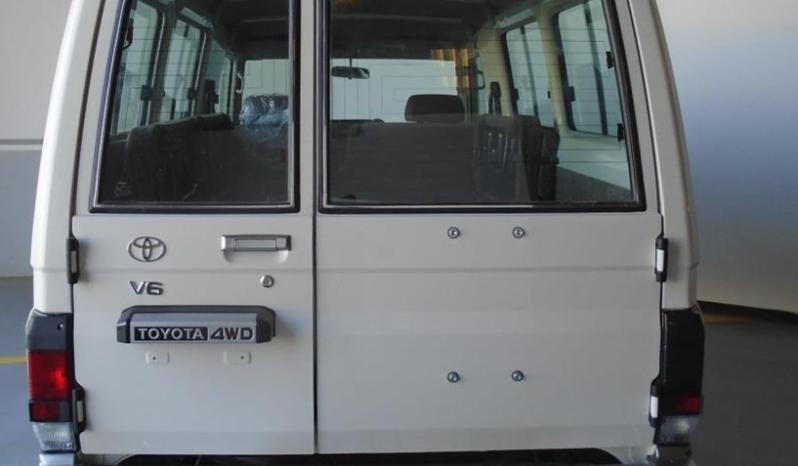 LC 78-E Wagon 4.0L V6 Gasoline 9 Passgr full
